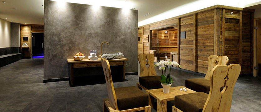 Krumers Post & Spa Hotel, Seefeld, Austria - spa lounge.jpg